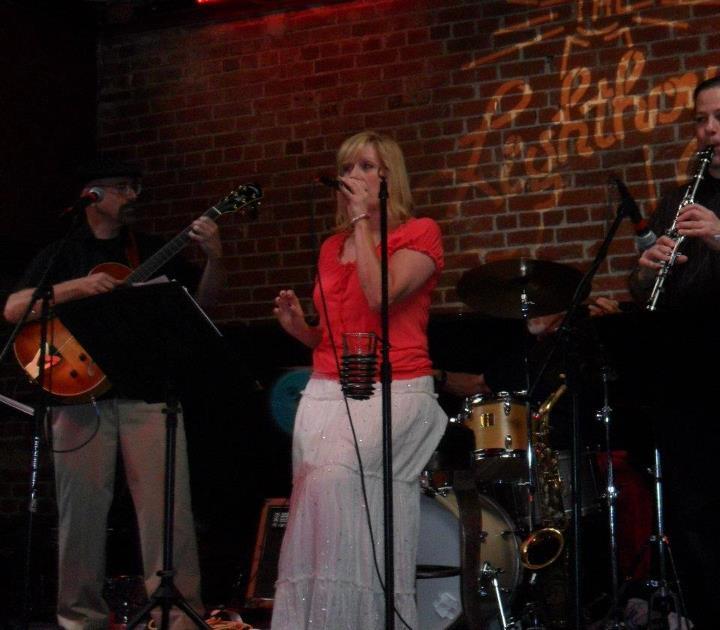 Pop / Jazz Singer Donna Deussen