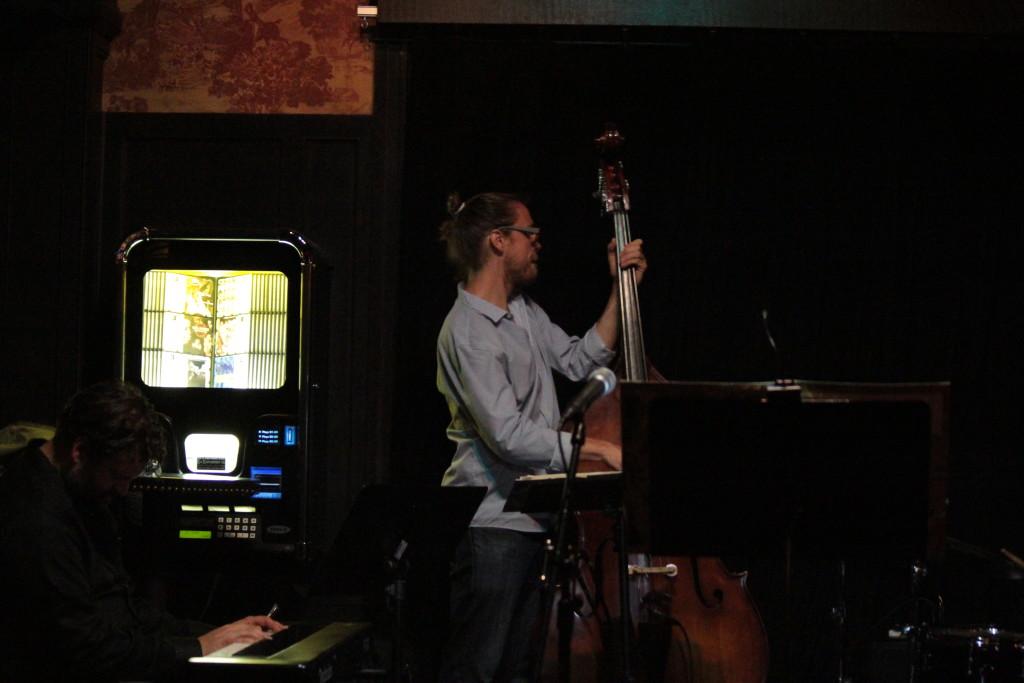 Jazz bass - Photo: Paul Weitz